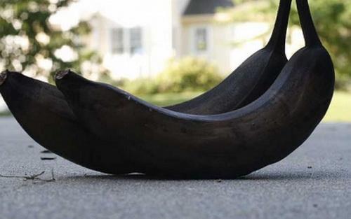 Кожа пениса у мужчины темнее остальных частей тела.