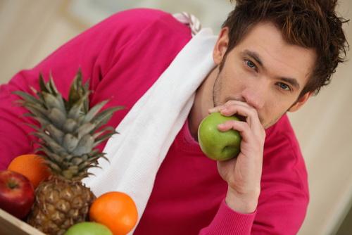 Если хочешь быть полноценным мужчиной до старости – ешь фрукты.