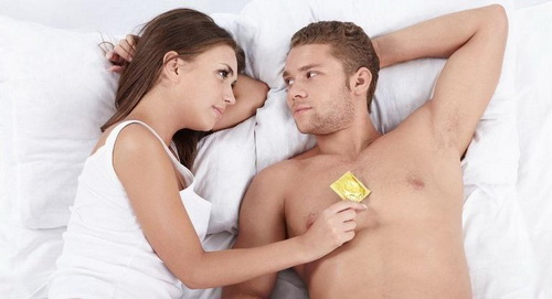 Люди больше боятся секса без презерватива, чем автокатастрофы.