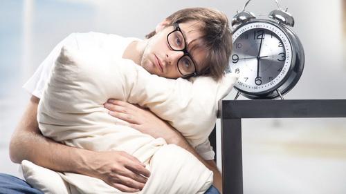 Недостаток сна плохо отражается на мужском здоровье.