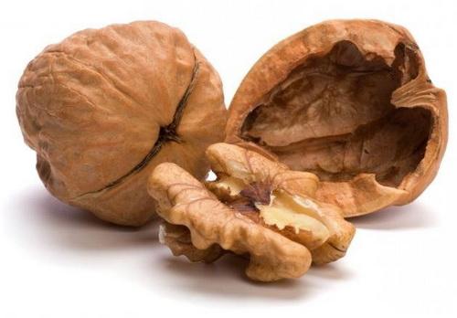 Грецкие орехи чрезвычайно полезны для мужчины.