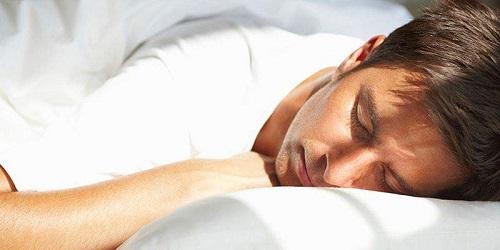 Полноценный сон – залог нормальной потенции для мужчины.