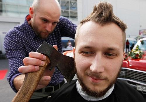 Престарелый парикмахер убил своего уролога спустя 20 лет после операции.
