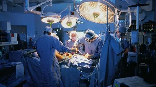 Новейшая разработка современных ученых – «Кибернож» - успешно борется с онкологией.