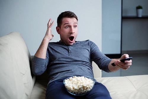 Телевизор и каникулы – стоит ли проводить за ТВ все праздники?