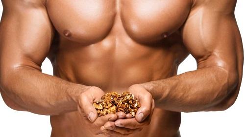 Для улучшения спермы нужно есть орехи.