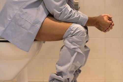 Частые походы в туалет ночью? Срочно к урологу!