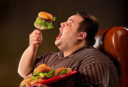 Выкиньте гамбургер в мусорку!