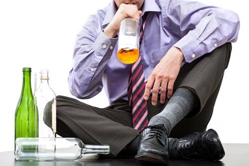Алкоголь и мужчина.